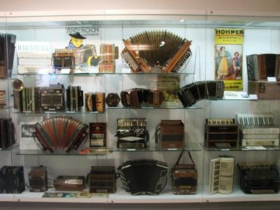 Гармошки, гармоники и аккордеоны Hohner